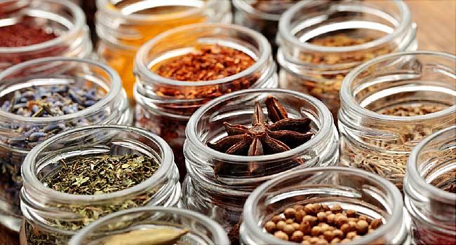 بهترین راه نگهداری از ادویه جات و گیاهان معطر